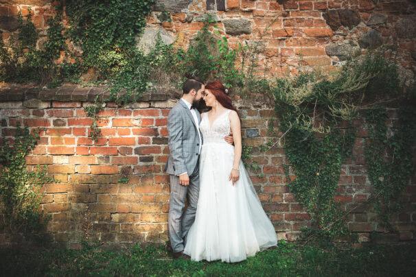 Sesja ślubna w ruinach zamku Karolat